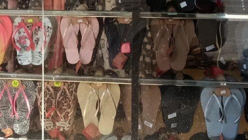 חנות כפכפים נעליים